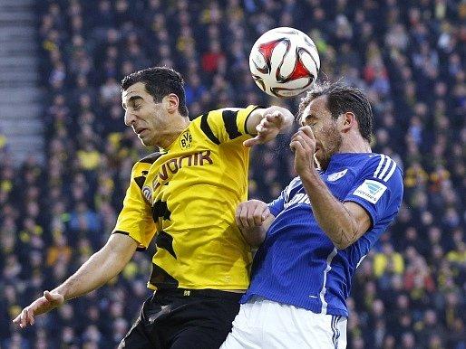 Dortmund - Schalke: Henrich Mchitarjan a Christian Fuchs