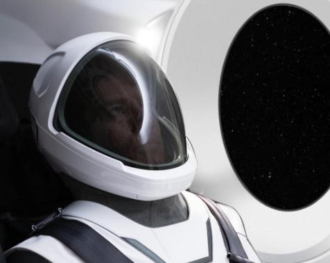 Elon Musk v obleku SpaceX