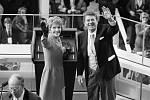 Americký prezident Ronald Reagan s manželkou Nancy na snímku z 20. ledna 1981