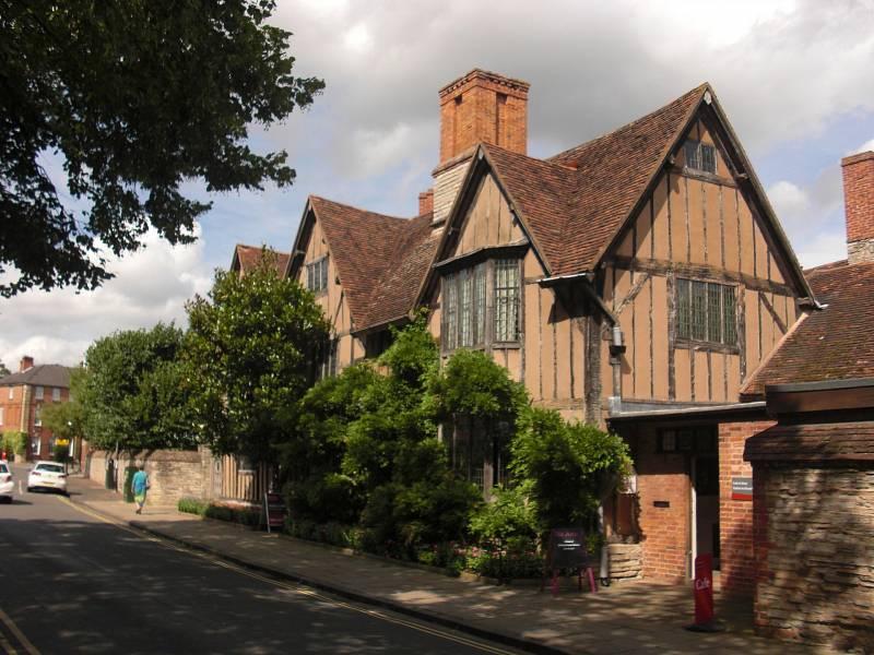 Dům Hall's Croft, který vlastnili potomci slavného Williama Shakespeara. Nachází se v jeho rodišti - Stratfordu nad Avonou.