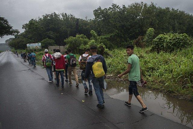 Karavana lidí mířících ze Střední Ameriky směrem do USA