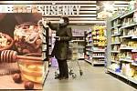 Zákaznice v prodejně potravin - ilustrační foto.