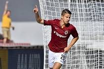 Fotbalista Adam Hložek ze Sparty se raduje z gólu