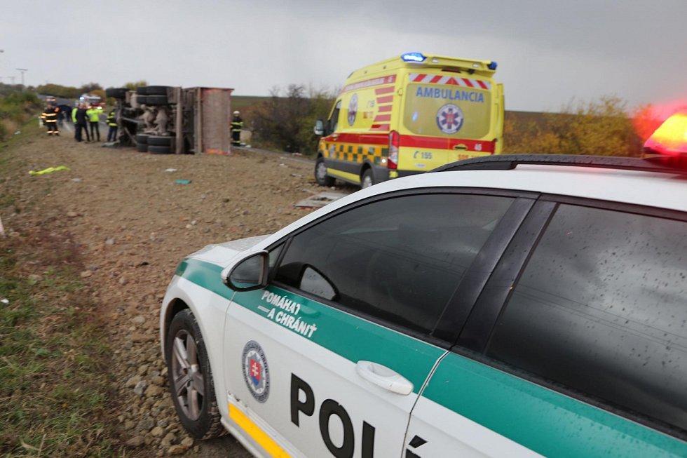 Tragická nehoda autobusu s nákladním vozem u Nitry