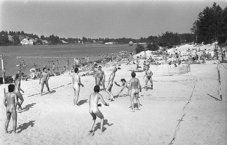 Nudisté a naturisté v NDR na pláži v COttbusu