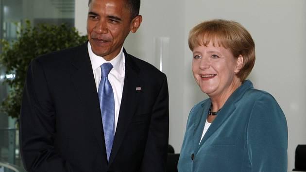 Baracka Obamu přivítala v Berlíně německá kancléřka Angela Merkelová.