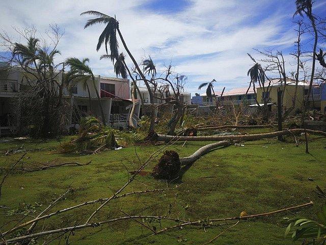 Hurikán Irma devastuje Karibik, blíží se rychlosti 300 kilometrů za hodinu.