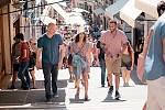 Ve svém režijním počinu Paříž 15:17 Eastwood rekonstruoval případ nepovedeného teroristického útoku ve vlaku do Paříže v roce 2015. Hlavní role ztvárnili skuteční aktéři hrdinného zásahu.