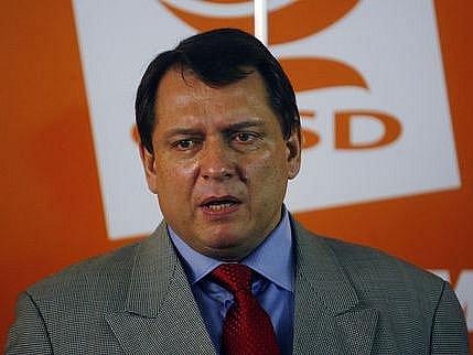 Předseda sociálních demokratů Jiří Paroubek v pátek navrhl, že v zájmu zachování parity ve Fischerově vládě je ochoten přenechat křeslo ministra životního prostředí nestraníkovi nominovanému ODS.