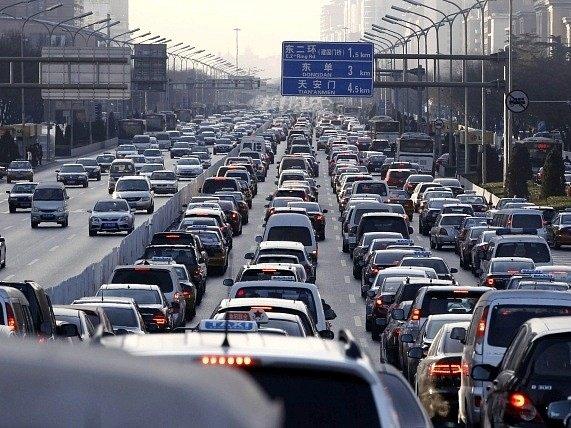 Dopravní zácpa v Pekingu.