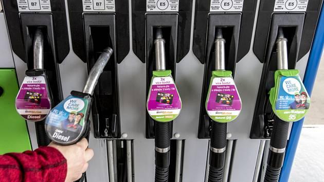 Tankování pohonných hmot - ilustrační foto.