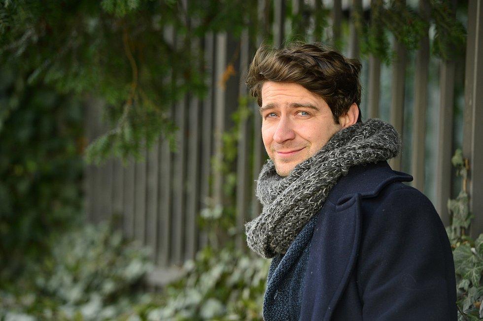 Hrál a režíroval například vDivadle vCeletné, vČinoherním studiu vÚstí nad Labem.