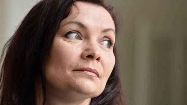 Bývalá manželka expremiéra Petra Nečase Radka dnes dorazila k soudu, kde by měla vypovídat v kauze nynější Nečasovy manželky Jany, dříve Nagyové.