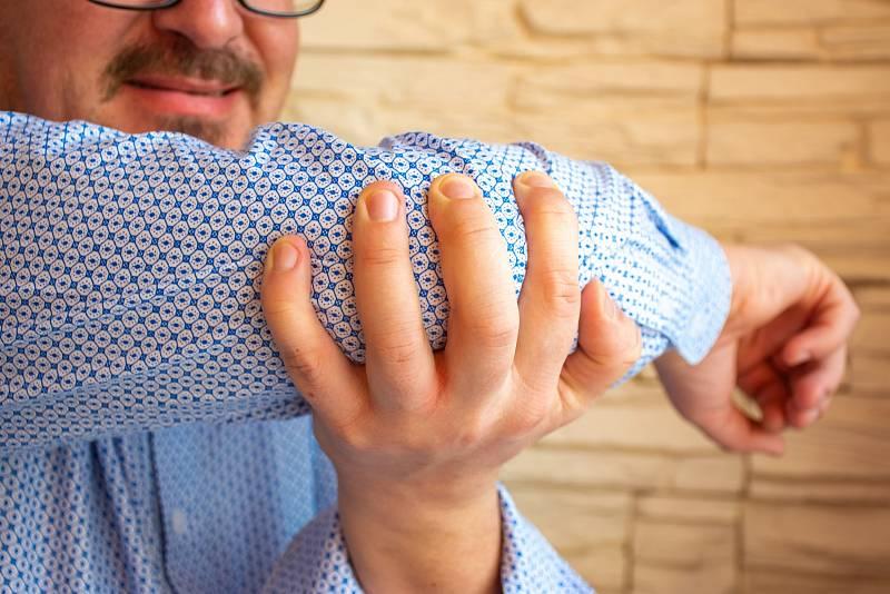 Postižení kloubů většinou přichází později, často až po deseti letech problémů s lupénkou.