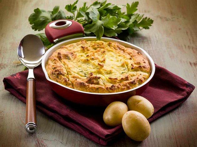 Bramborový koláč scibulí a sýrem