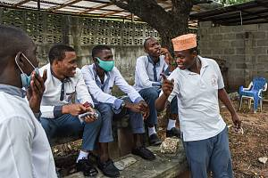 Studenti školy Al-Haramain v tanzanském městě Dar es Salaam