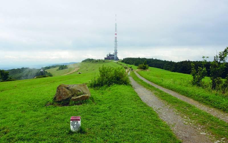 Velká Javořina, nejvyšší hora Bílých Karpat se tyčí do 970 metrů nad mořem.