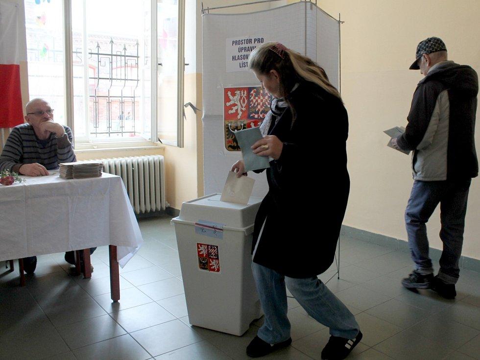 Volební místnost volebního okrsku číslo 1 v Základní škole sv. Voršily v Olomouci krátce po 14. hodině.