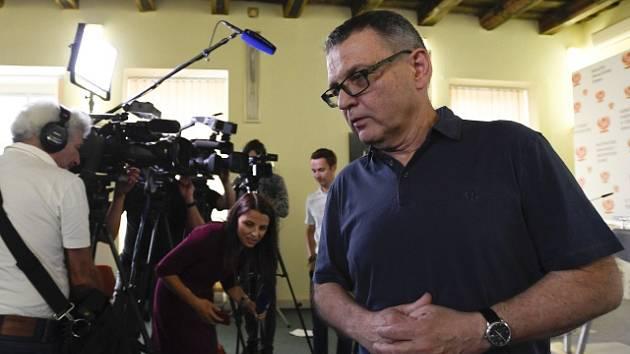 Lubomír Zaorálek před novináři