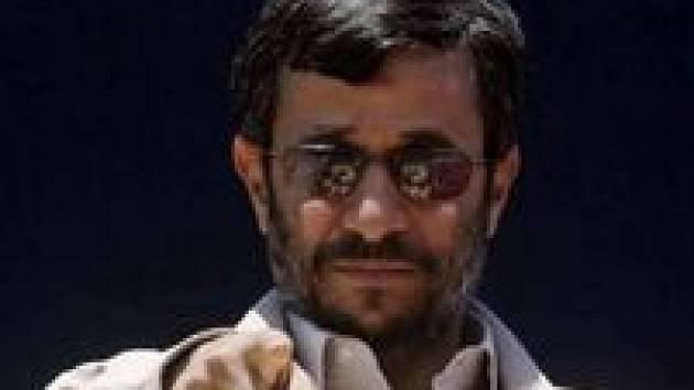 Íránský prezident Mahmúd Ahmadínežád hodně cestuje po Blízkém východě a Asii. Do Evropy jede dnes poprvé.