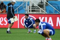 Argentinský kouč Sabella (vlevo) na tréninku se svou hlavní hvězdou Messim.