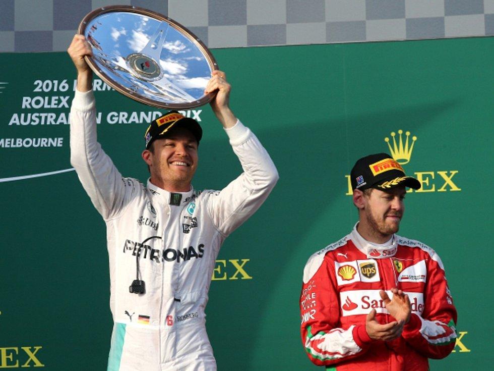 Nico Rosberg (vlevo) vyhrál Velkou cenu Austrálie. Sebastian Vettel skončil třetí.