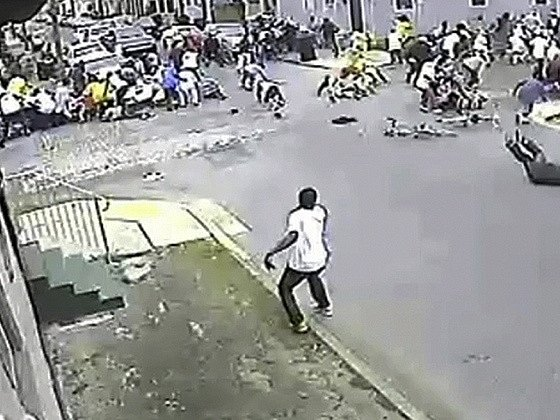 Obrázek přímo z incidentu, jak jej zachytila monitorovací kamera