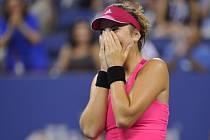 Sedmnáctiletá Belinda Bencicová se raduje z postupu do čtvrtfinále US Open.