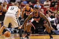 Tony Parker (San Antonio Spurs) a LeBron James (Miami Heat)