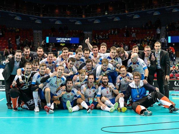 Čeští florbalisté s bronzovými medailemi na mistrovství světa.