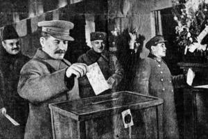 Josif Vissarionovič Stalin při volbách v roce 1937, uprostřed velké čistky