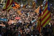 Katalánsko vyhlásilo nezávislost: oslavy v ulicích