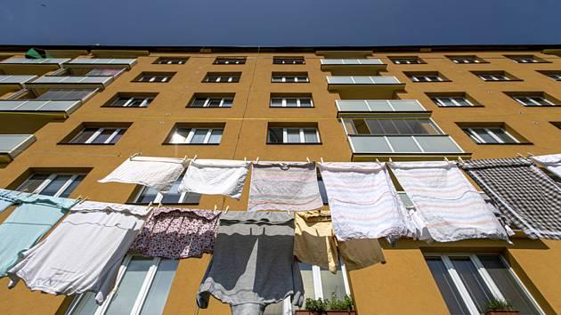 Panelový dům - ilustrační foto.