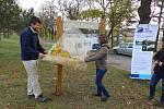 obrázky z naučné stezky v parku Hrádek