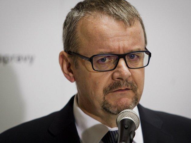 Premiér Bohuslav Sobotka uvedl 4. prosince v Praze do úřadu nového ministra dopravy Dana Ťoka.