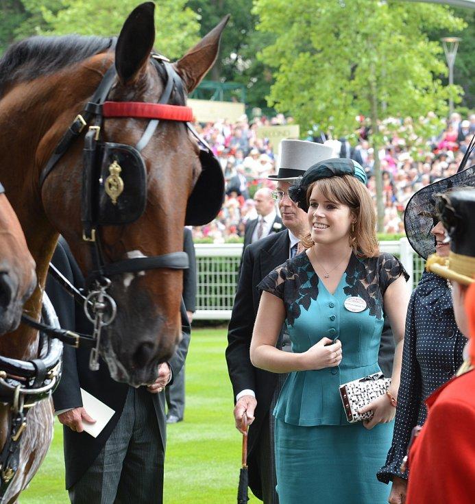 Princezna Eugenie. Jizvový coming-out učinila vnučka britské královny AlžbětyII. nasvé svatbě.
