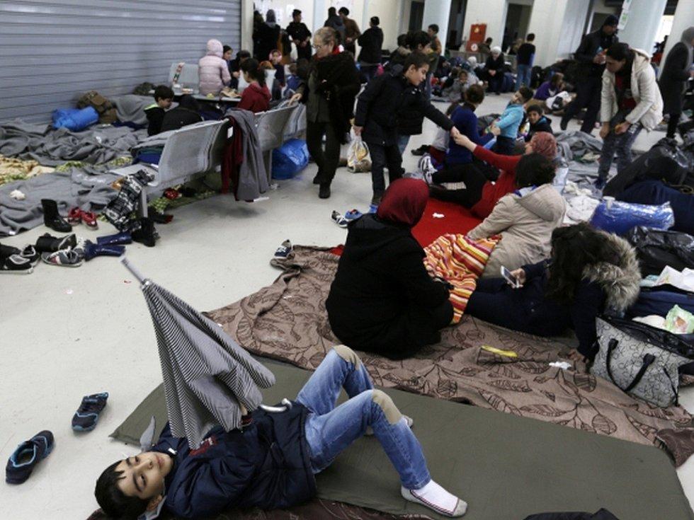 Migranti v jednom z uprchlických zařízení v Řecku.