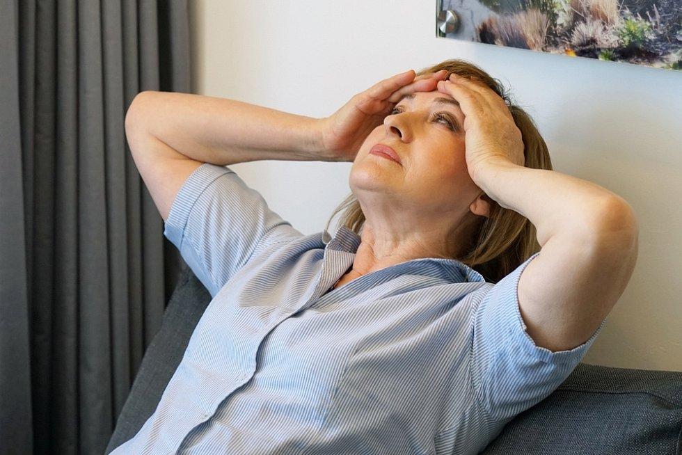 Spouštěči migrény mohou být stres, nadbytek či nedostatek spánku a pohybu, hormonální změny, intenzivní a dlouhodobé sluneční záření, prudké či blikající světlo, hluk, kouření, alkohol, antikoncepce a řada dalších.