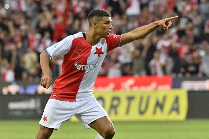 Alexander Bah se raduje z gólu proti Legii Varšava.