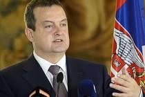 Srbský ministr zahraničí Ivica Dačić dnes v Praze po jednání se svých českým protějškem Lubomírem Zaorálkem označil za nepřijatelnou myšlenku, aby se všichni běženci vraceli do Srbska a další tam zároveň přicházeli.