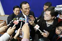Správce tibetské autonomní oblasti Čhiangpa Pchuncog na tiskové konferenci v Pekingu.