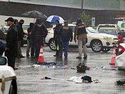 V prvním případě se střílelo v nákupním centru ve městě Bethesda, kde byli postřeleni tři lidé.