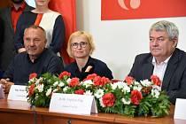 Členové KSČM - vpravo předseda Vojtěch Filip