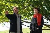 SPŘÍZNĚNI. Pazdera našel nečekanou spojenkyni v Lindě (Petr Forman a Zuzana Norisová).
