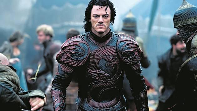 DRÁKULA. Titulní roli si ve výpravné temné fantasy zahrál Luke Evans.