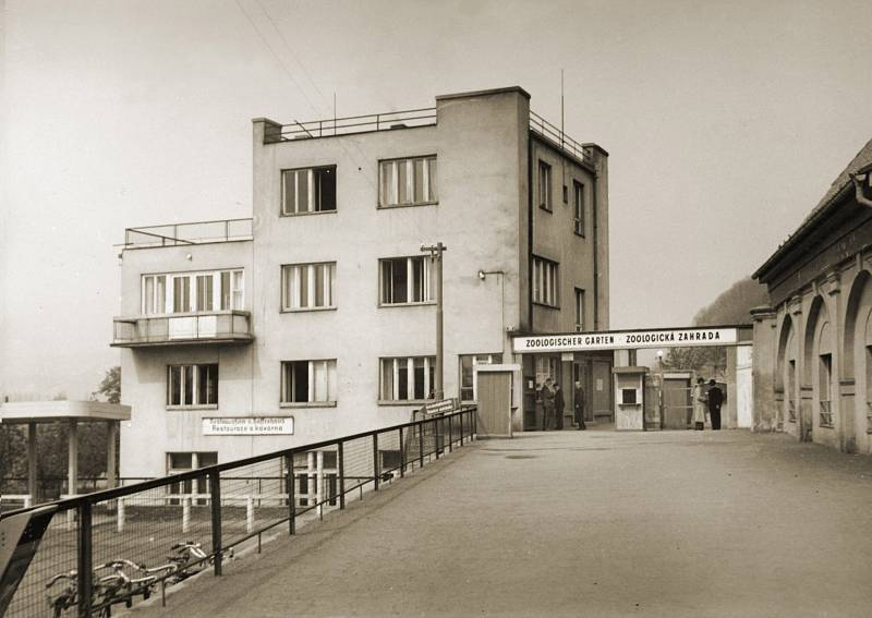 Vchod do zoo v roce 1940