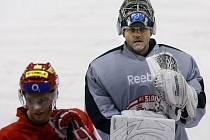 Brankář Zdeněk Orct na tréninku hokejistů pražské Slavie, který se uskutečnil 10. prosince 2009 v Praze-Edenu.