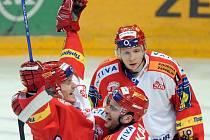 Marek Tomica, Petr Jelínek a Tomáš Micka se radují z gólu.