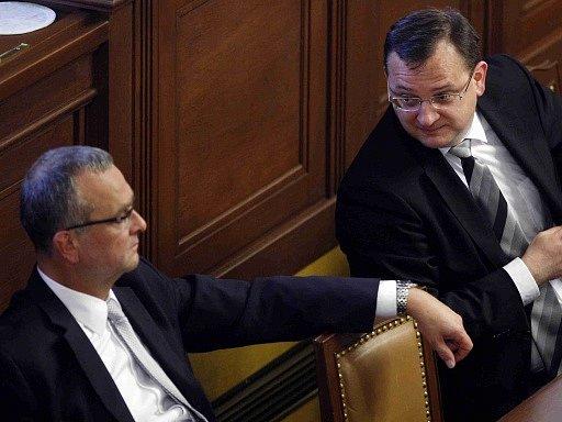 Miroslav Kalousek a Petr Nečas na jednání sněmovny