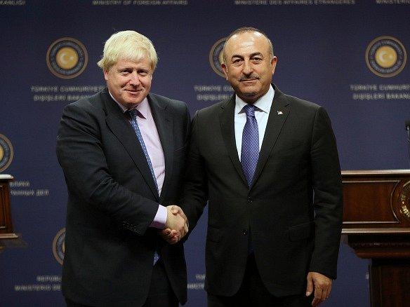 Britský ministr zahraničí Boris Johnson doufá, že až Británie vystoupí z Evropské unie, podaří se jí s Tureckem uzavřít novou velkou dohodu o volném obchodu.